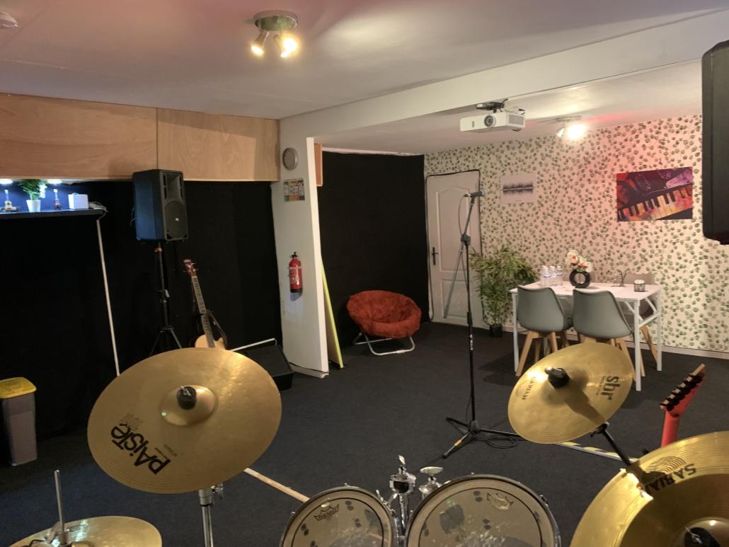 Location réservation en ligne de studio de répétition spacieux confortable et matériel haut de gamme