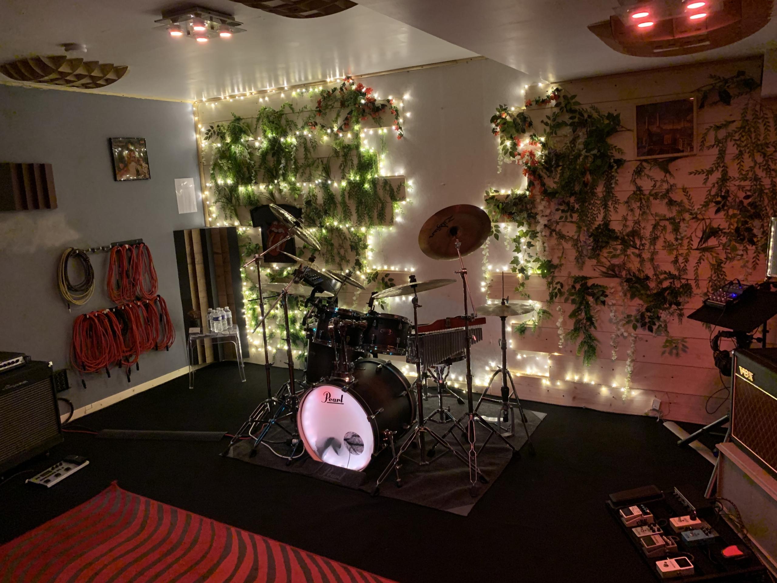 Location réservation en ligne de studio d'enregistrement spacieux confortable et matériel haut de gamme